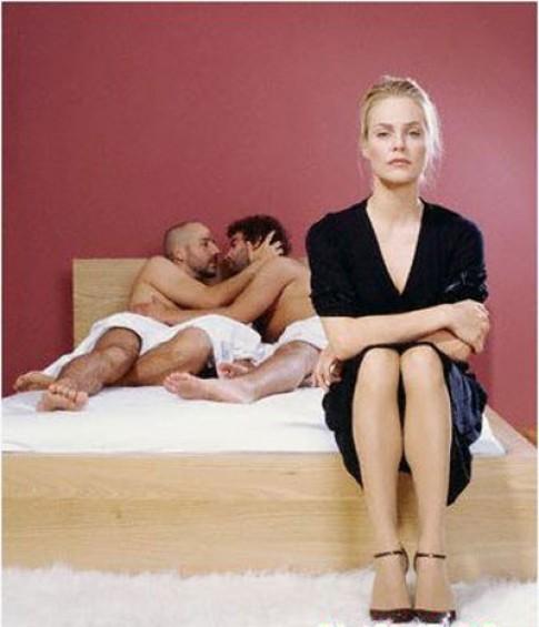 Chồng ngoại tình với... đàn ông đã có vợ