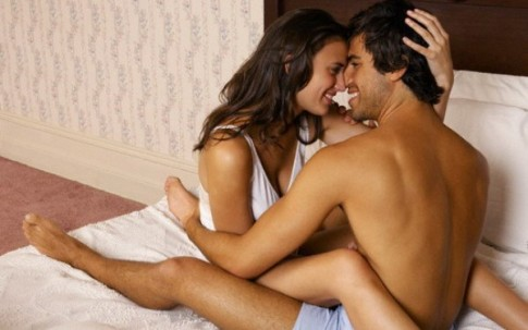 """Chồng nổi khùng vì đêm tân hôn vợ """"yêu"""" quá bạo"""