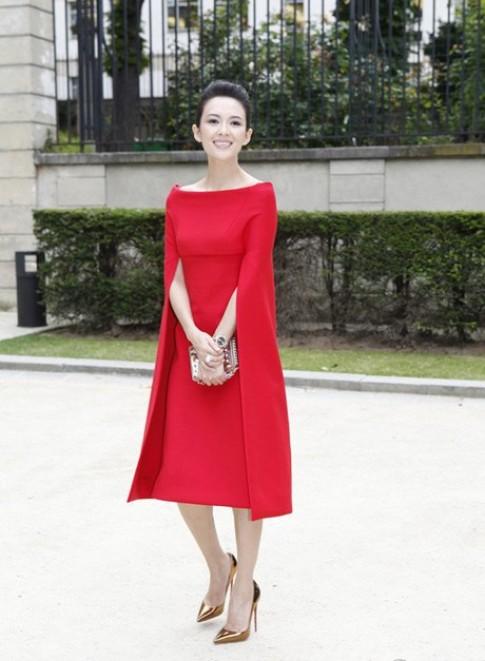 Chương Tử Di tỏa sáng với váy đỏ rực
