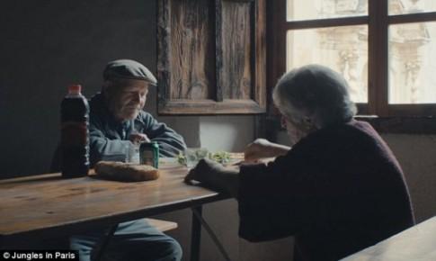 Chuyện tình cổ tích của đôi vợ chồng 45 năm sống đơn độc giữa làng hoang