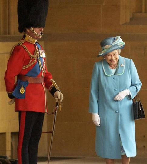"""Chuyện tình đáng ngưỡng mộ của """"Hộ vệ trung thành"""" với Nữ hoàng Elizabeth"""