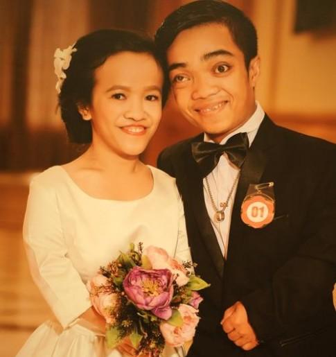 Chuyện tình đẹp như phim của cặp đôi tí hon bán vé số ở Sài Gòn