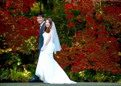 Chuyện tình nhớ nhung đằng đẵng của cặp đôi có bộ ảnh cưới thu vàng tuyệt đẹp tại Nhật