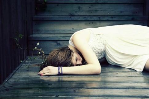 Cô đơn đôi khi còn hạnh phúc hơn việc chờ đợi một cuộc tình không có hồi kết...