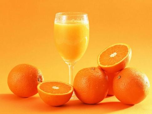 Coi chừng thân tàn ma dại vì uống nước cam không đúng cách