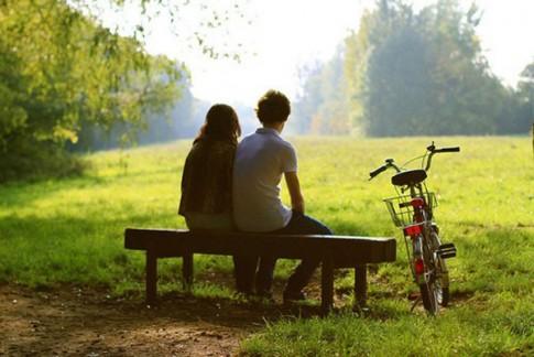"""Cởi đồ... níu kéo tình yêu: """"Bán rẻ"""" lòng tự trọng"""