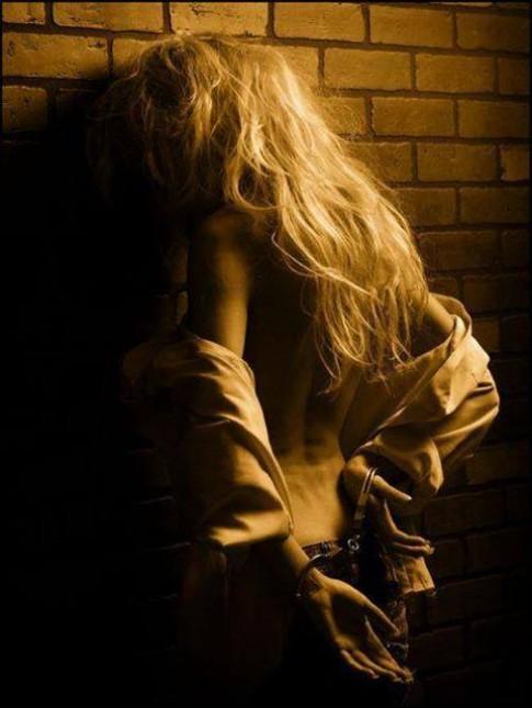 Con gái càng mạnh mẽ là càng che giấu sự cô đơn...