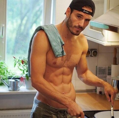 Còn gì đẹp hơn khi đàn ông vào bếp?