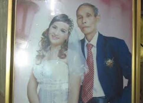 Đám cưới có một không hai của ông lão hơn vợ 40 tuổi