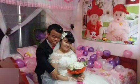 Đám cưới của 'Bạch Tuyết-Chú lùn' gây sốt mạng