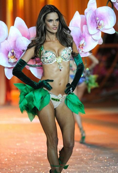 Dàn chân dài tỏa sáng tại show Victoria's Secret