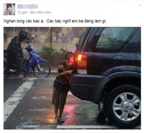 Dân mạng nghẹn lòng trước bức ảnh em bé nép mình bên ô tô để sưởi ấm