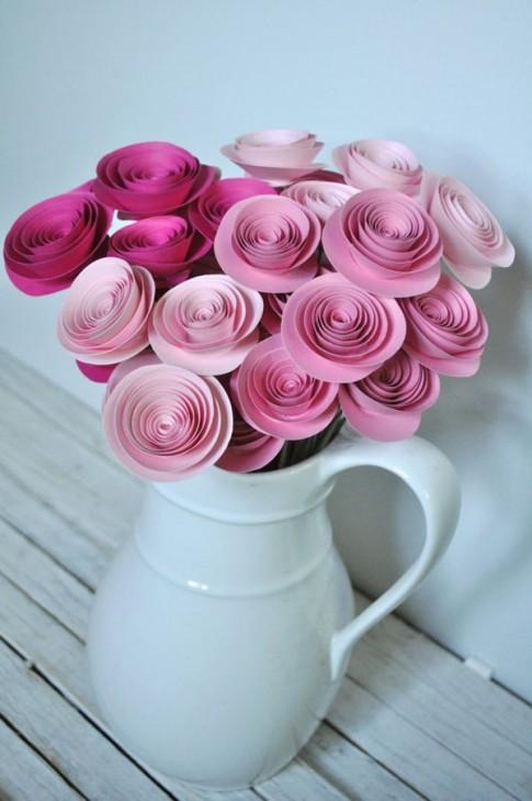 Đáng yêu với bó hoa hồng giấy xinh lung linh