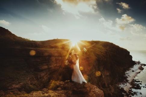 Đẹp mê hồn bộ ảnh cưới đón bình minh trên đảo Lý Sơn của cặp đôi Hà thành