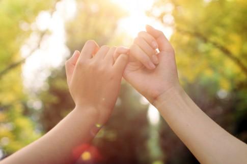 Đôi khi tình yêu chẳng cần hứa hẹn nhiều. Cứ làm nhiều và thật lòng là được...
