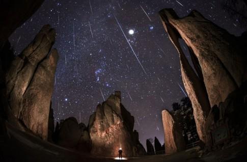 """Đón chờ """"quả cầu lửa"""" sao băng xuất hiện trên bầu trời tối nay"""