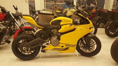 Ducati 899 Panigale vàng sặc sỡ