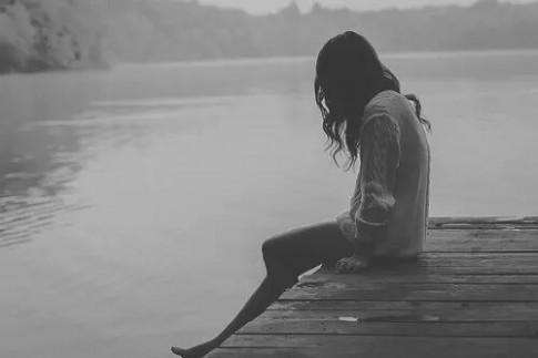 """Hai mươi vừa đến, em nhẹ """"vỡ"""" bởi những hi vọng, bởi tình yêu, bởi niềm tin, bởi lời hứa..."""