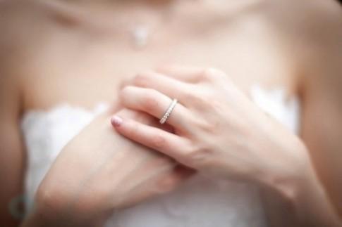 Hôn nhân là hai mảng màu sáng - tối