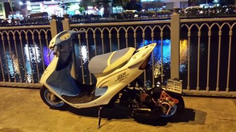 Honda Dio độ lung linh trong màn đêm