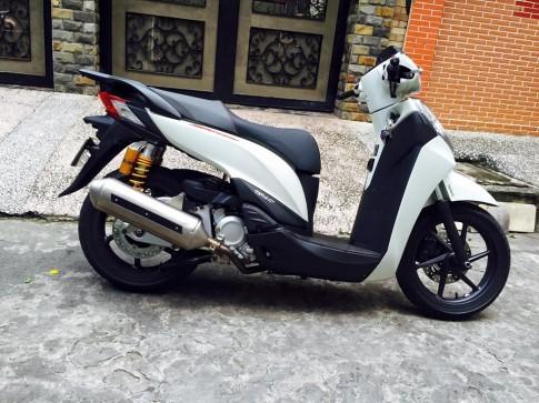 Honda SH300i lên ít đồ để dạo phố Sài Gòn
