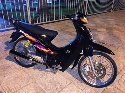 Honda Wave S110 một mình trong đêm