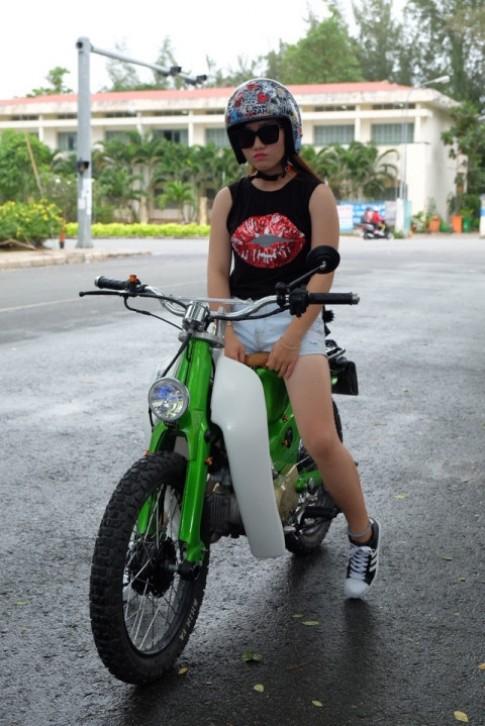 Hot girl cùng xe cub độ