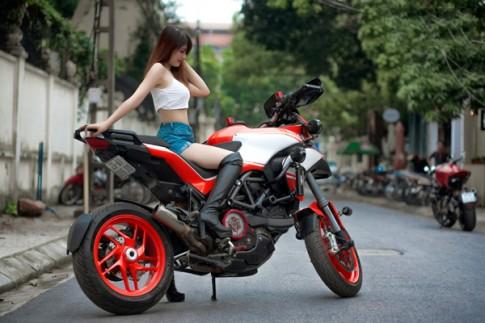 Hotgirl xinh đẹp đọ dáng cùng cặp đôi Ducati Multistrada 1200
