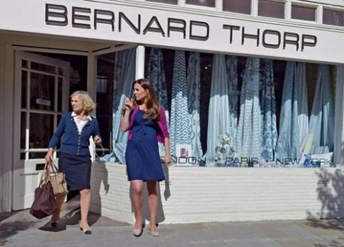 Kate Middleton mặc váy bầu bình dân