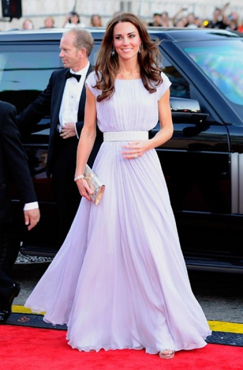 Kate Middleton thành biểu tượng thời trang Anh