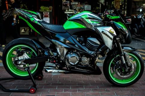 Kawasaki Z800 độ nổi bật với màu áo sắc xanh