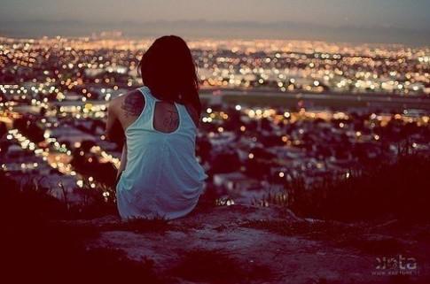 Khi người ta dẫm lên niềm đau của em để hạnh phúc...