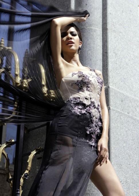 Kim Tuyền cá tính với váy dạ hội voan