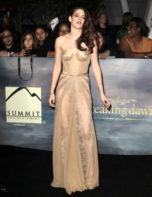 Kristen Stewart diện váy 1 tỷ đồng ra mắt 'Hừng đông 2'
