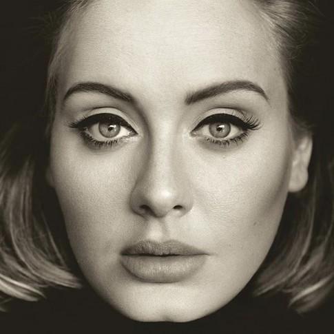 Lời chào đầy nước mắt của Adele ngày trở lại