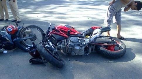 Lý giải vì sao Ducati Monster 795 hay gãy chảng ba khi va chạm