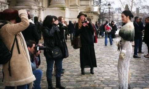 Lý Nhã Kỳ sang Pháp xem show Chanel