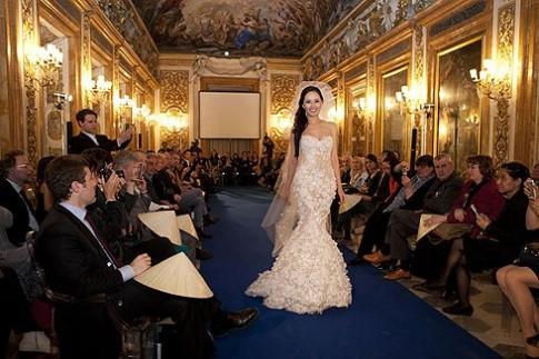 Mai Phương Thúy diện váy cưới trên đất Italy