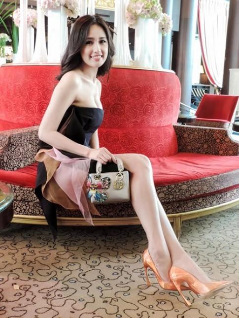 Mai Phương Thúy 'đụng' đầm Dior với sao quốc tế