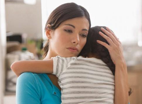 """Mẹ kế """"loay hoay"""" khi bị con chồng ghét bỏ"""