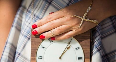 Mốt đeo vòng ở lòng bàn tay gây sốt trở lại