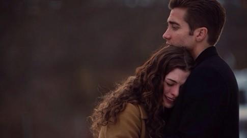 Một người yêu em sẽ không mặc kệ nhìn em khóc...