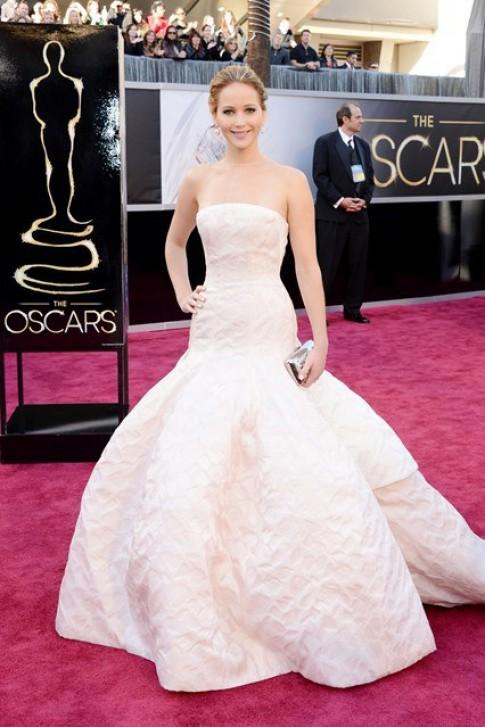 Mỹ nhân Hollywood mê đắm váy Dior