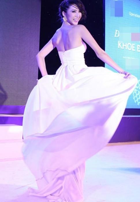 Ngọc Quyên tung váy làm duyên