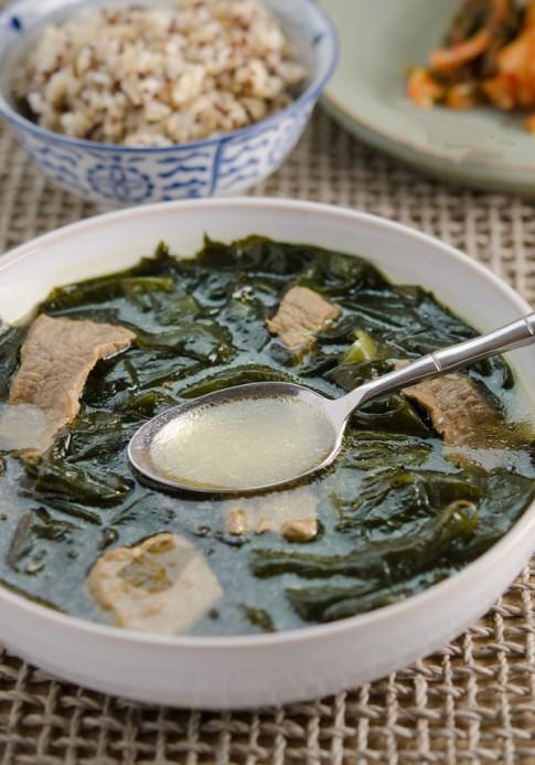 Ngọt lành món canh rong biển thịt bò bổ dưỡng