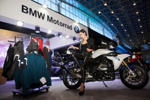 Người đẹp Việt đọ dáng cùng các chiến binh BMW Motorrad