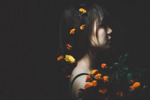Người ta chẳng bao giờ chịu thành thật với nhau, tình yêu cũng chẳng ngoại lê...