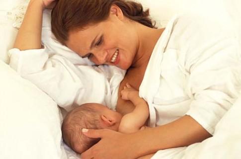 Những lợi ích ít biết của việc cho con bú sữa mẹ