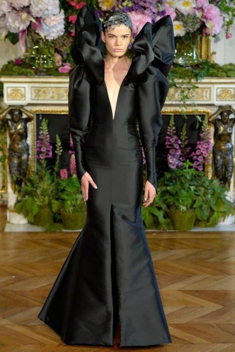 Những thiết kế lạ mắt từ tuần thời trang Paris