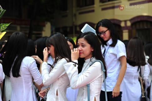 Nụ hôn ngọt ngào trong ngày bế giảng của teen Trần Phú
